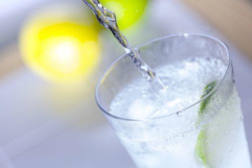 意外!?炭酸水の飲みすぎは体に良くない?炭酸水が体に及ぼす影響は?