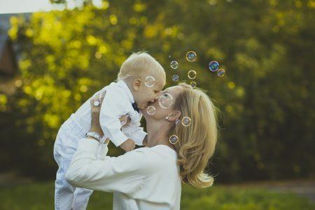 赤ちゃんの歩く・しゃべる時期には個人差がある?理解して成長を見守ろう!