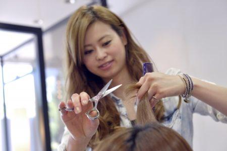 意外と簡単?自分で髪を切る方法を紹介します!