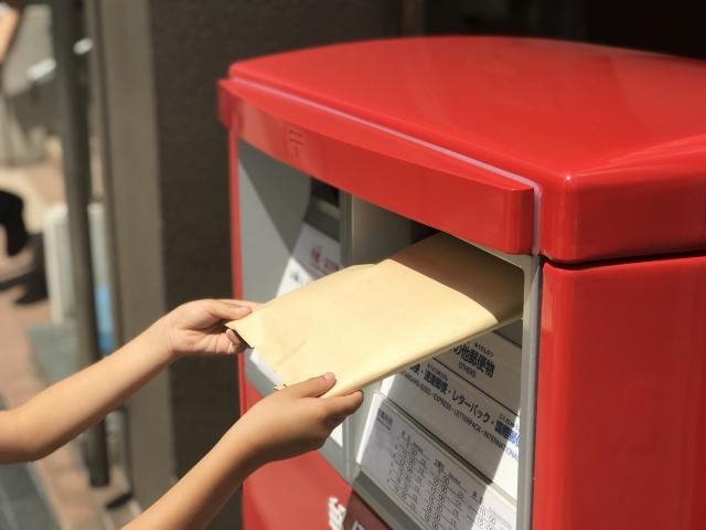 クリックポストを郵便ポストに投函